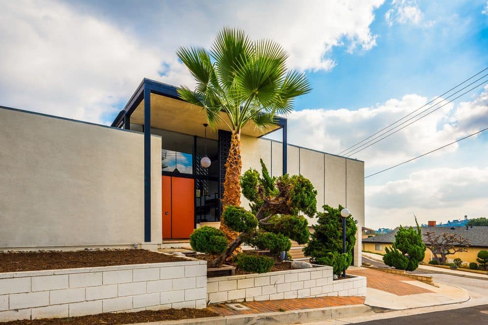 Mid century House in Highland Park exterior front